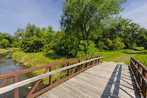 Photo of the wooden bridge which spans the Buffalo River along the River View Trail.