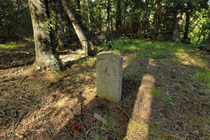 Photo of family graves of homesteader, Alva Hendershot, located along the trail northwest of the dam.