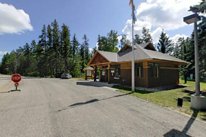 Photo of the park office where visitors can purchase a vehicle permit, register for camping, or ask questions about the local area.