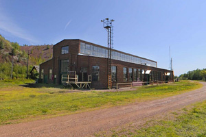 Photo of the mine office building.