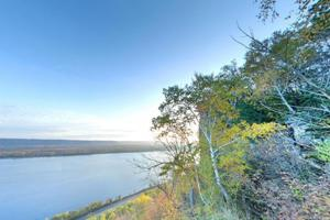 Photo of the Riverview Trail Overlook, with a view of the Mississippi River.