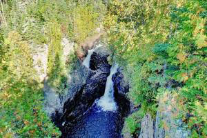 Photo of the falls at Devil's Kettle dropping 50 feet into a pool.
