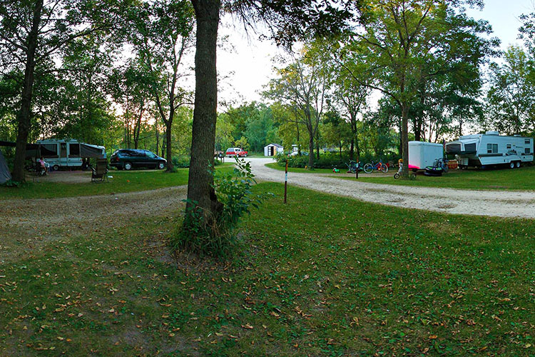 Photo showing the campground at Lake Louise with easy access to the Shooting Star Bike Trail.