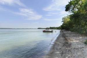 Photo of a stretch of shoreline where boaters use to enjoy picnics.