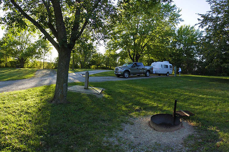 Photo showing the White Fox campground features available.