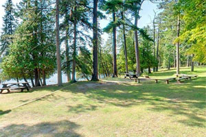 Photo of the picnic grounds at Scenic State Park.