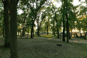 Photo of the Lakeview Campground on the shores of Lake Andrew.