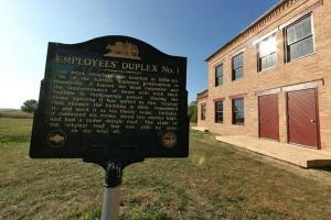 Photo of the historical site used to house the head carpenter, the superintendent of the farms and both their families.