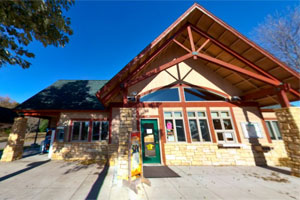 Photo of the William O'Brien State Park office.