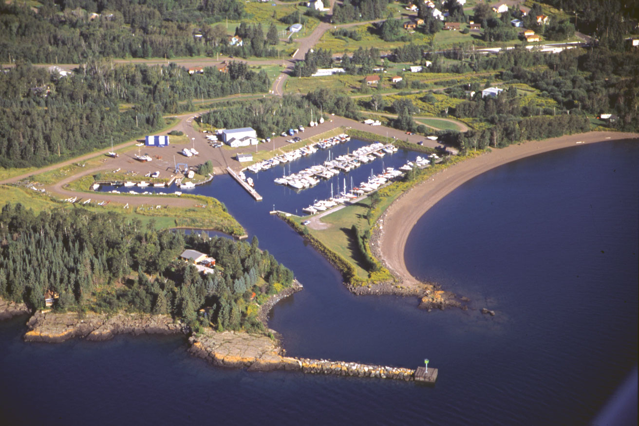 An image of the area surrounding the Knife River harbor located along Lake Superior.