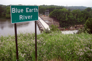 Photo of the Blue Earth River sign above Rapidan Dam