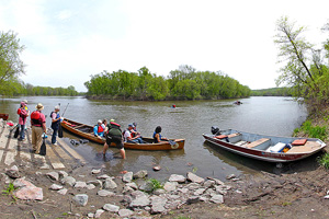 Photo of a group of paddlers stopped at Kinney Landing.