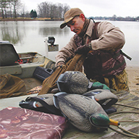 Waterfowler packing up his boat for duck hunting