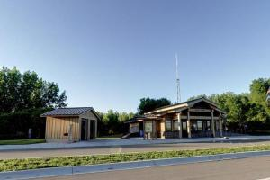 Photo of the park entrance and ranger contact station.