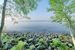 Photo of the rocky shoreline along Lakeview Campground at Father Hennepin State Park.