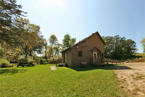 Photo of the three-room farmhouse located near the Fair Ridge Trail.