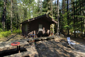 Photo an accessible log cabin with a bathroom and shower building nearby.