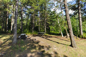 Photo a campsite for campers who enjoy a more quiet, rustic experience.