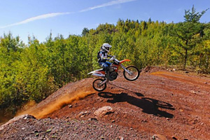 Photo of the hill climb play area for all-terrain vehicles and off-highway motorcycles with different levels of vertical difficulty.