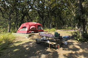 Photo of campers using one of the cart-in sites in Oak Woods Campground.