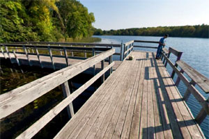 Photo of the end of Moose Lake State Park's handicapped accessible fishing pier.