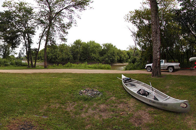 Photo of the parking area at Kettner's Landing, which provides space to land a variety of watercraft.