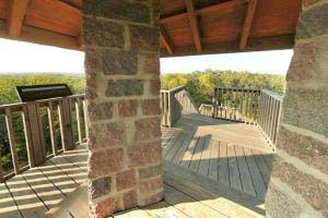 Photo of the observation platform atop Mount Tom, where park visitors can get a 360 degree view.