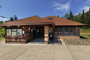 Photo of the park office a place with information about the park and the historic Split Rock Lighthouse, camping registration, purchasing park permits, and more.