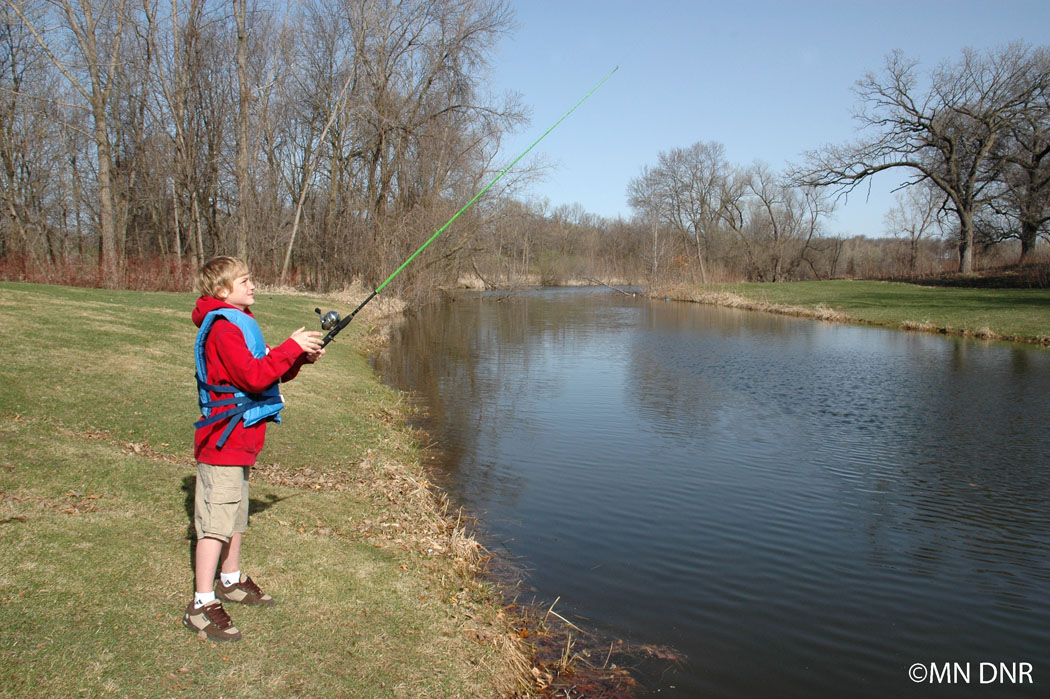 Casting a closed-face rod & reel combo, step 3