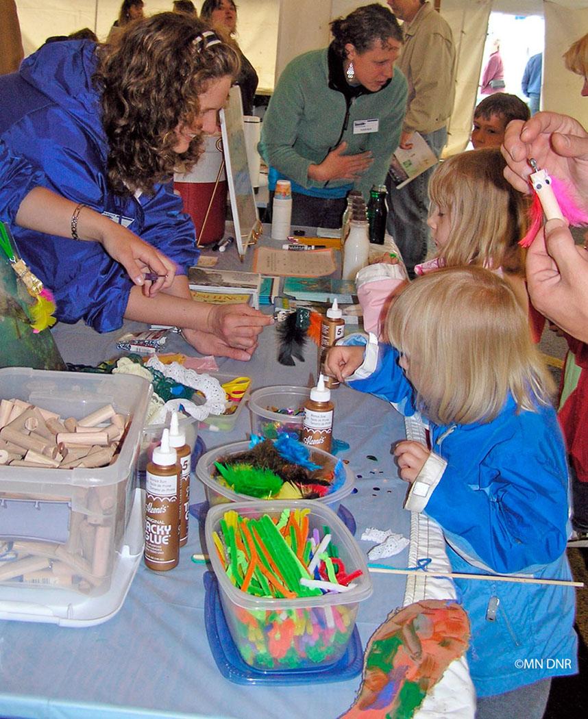 children making flashy fish catchers