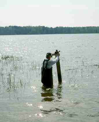 using a lake gauge